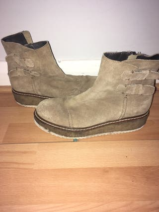 Suede boots made in Italy