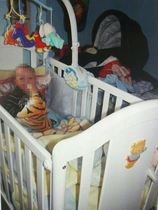 Bonita Cuna, REGALO lote de objetos bebé.