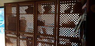 puertas de celosia con baldas de pino