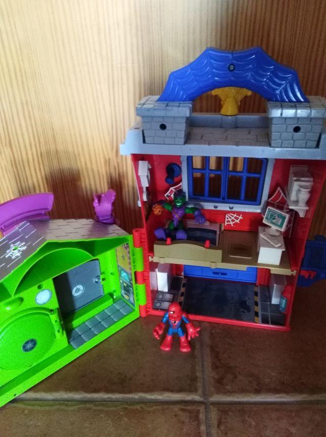 casa Spiderman y duende verde