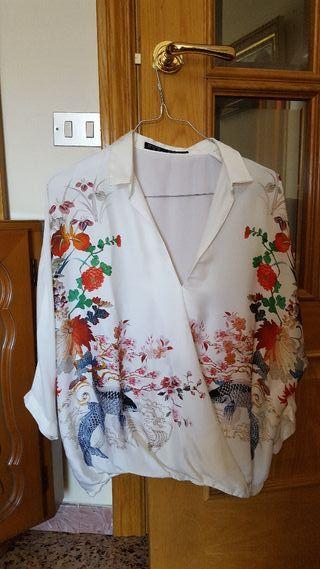 camisa tipo japonesa con detalles de flores