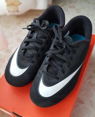 botas fútbol marca Nike, modelo CR7