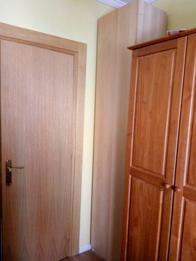 Armario Ikea alto y estrecho de 1 puerta