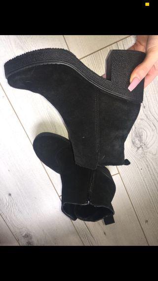 Black suede Ankle booties
