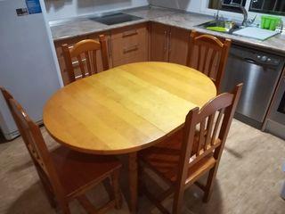 conjunto de mesa, sillas y mesa auxiliar