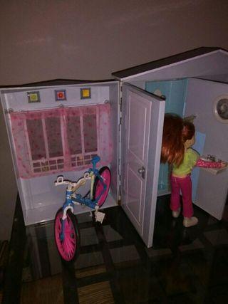 Casita juguete y bicicleta