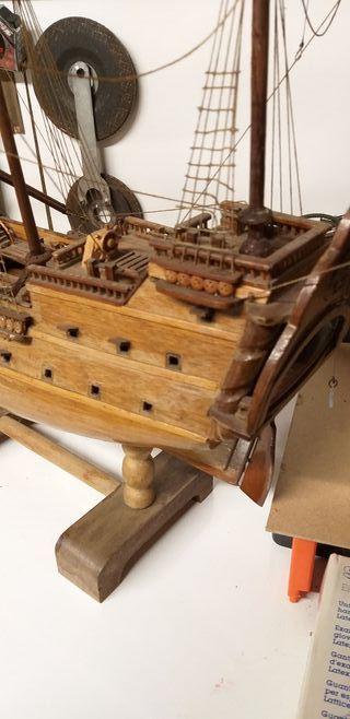 galeón de madera antiguo