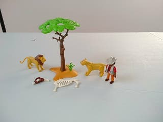 Playmobil sabana africana. Leones y guia.