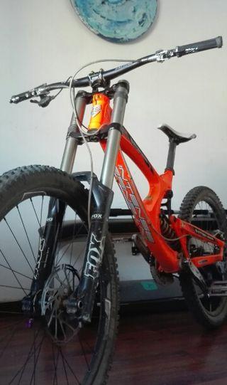 Bicicleta de Downhill intense M9 fro Racing, 27.5