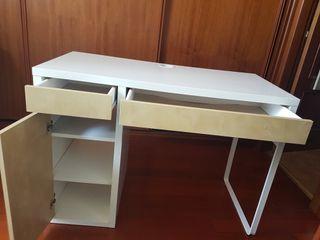 mesa para ordenador, silla y base para colchon