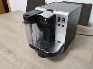 cafetera nespresso delonghi lattissima EN680M