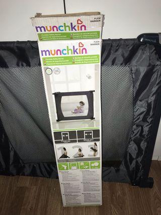 Barrera bebe munchkin