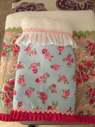 Toallas de baño y lavabo decoradas