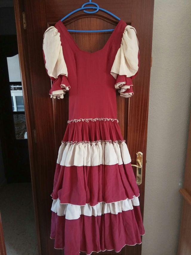 e312d8919 Traje de flamenca de color granate de Paco Álvarez de segunda mano ...