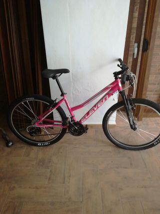 """Bicicleta Eleven Pro Woman aluminio 26"""" talla M."""