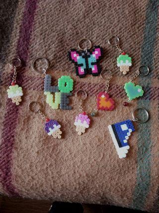 llavero solidario hama beads
