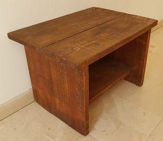 Banco de madera maciza artesanal.