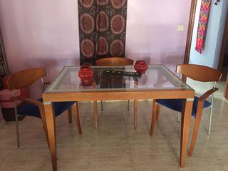 Mesa comedor y cuatro sillas