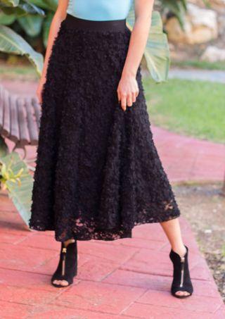 Falda H&M con aplicaciones negra nueva con etiquet