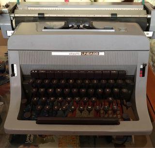 Máquina de escribir oliveti 88