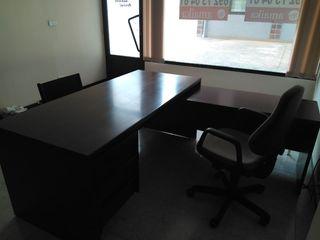 Muebles Nogal oficina (2 mesas, sillas y armario)