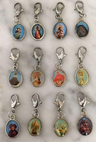 12 medallitas diferentes con mosquetón