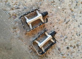 Pedales aluminio ultraligeras