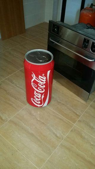 lata gigante coca cola