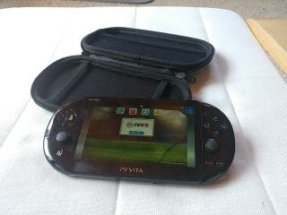 sony ps vita con funda.
