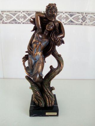 Escultura de figuras humanas