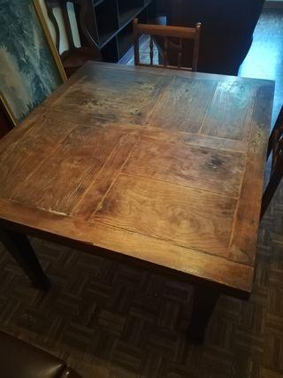 Mesa antigua de madera maciza de castaño