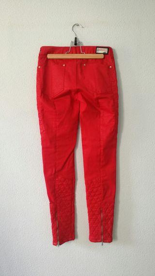 Pantalón polipiel de Zara rojo 34