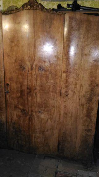 Armario ropero dormitorio, grande. Antiguo años 40