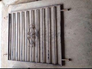 2 rejas de tubo de hierro