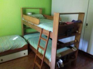 Dos pares de literas y cama nido (6 camas en total