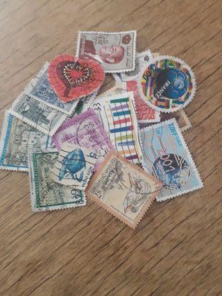 22 sellos de varios paises