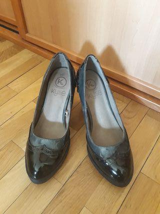 Zapato de tacón charol
