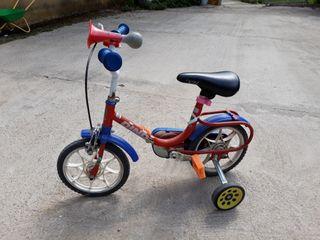 bicicleta niño iniciación con ruedines