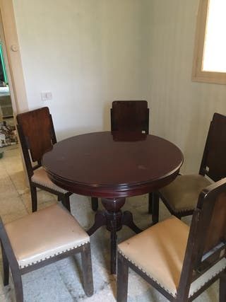Mesa antigua + 5 sillas Antiguas!