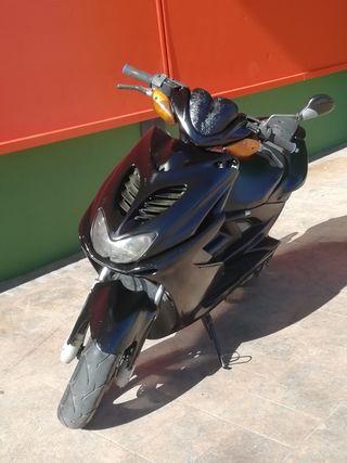 "moto Yamaha Aerox ""98""cambio x 125 o 85 cross"