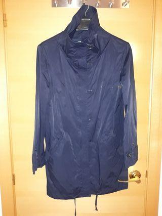 Gabardina Zara azul marino.