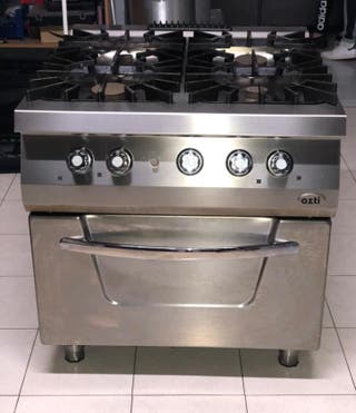 Cocina industrial profesional con horno Ozti
