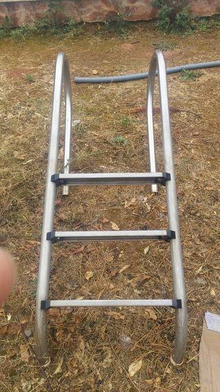 Escalera de piscina de segunda mano en valencia en wallapop for Piscinas desmontables segunda mano