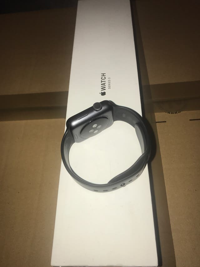 Apple Watch Series 3 42mm GPS and Cellular.