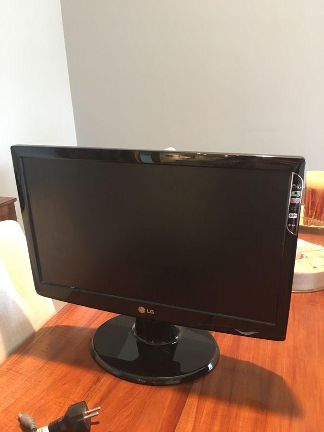 Pantalla de ordenador e impresora