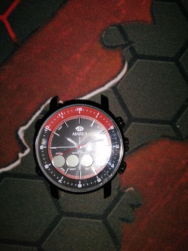 Reloj analógico y digital Marea
