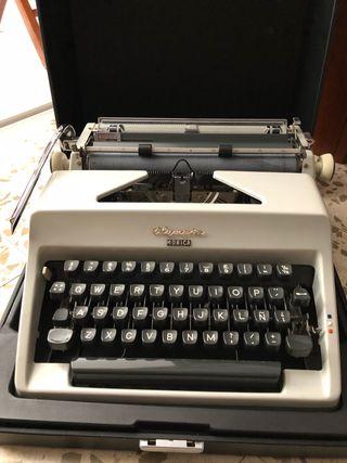 Máquina de escribir Olympia Monica