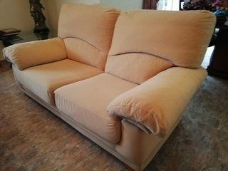 2 sofás de 2 plazas cada uno