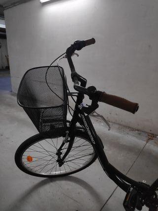 Bicicleta con asiento y manillares de piel