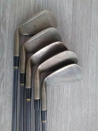 Golf. Juego de palos. Hierros. Irons